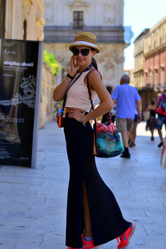 How to Wear a Black Slit Maxi Skirt: A pink cropped top and a black slit maxi skirt are wonderful essentials that will integrate brilliantly within your current off-duty collection. To give your overall getup a more casual aesthetic, why not complete this look with hot pink athletic shoes?