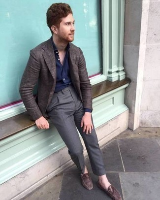 Driving Shoes Outfits For Men: A dark brown blazer and charcoal dress pants are essential in a great man's wardrobe. For something more on the daring side to complement your look, introduce a pair of driving shoes to the equation.