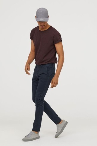 How to Wear a Baseball Cap For Men: Marry a dark brown crew-neck t-shirt with a baseball cap for an easy-to-create ensemble. Feeling venturesome today? Mix things up by rounding off with grey suede low top sneakers.