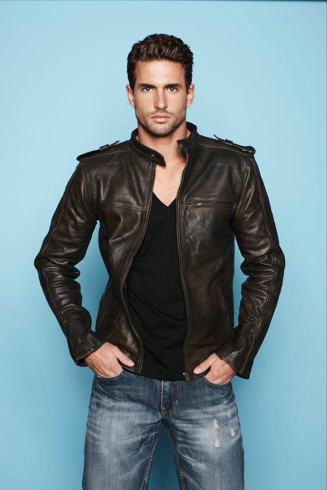 Men 39 s dark brown leather bomber jacket black v neck t Black shirt blue jeans