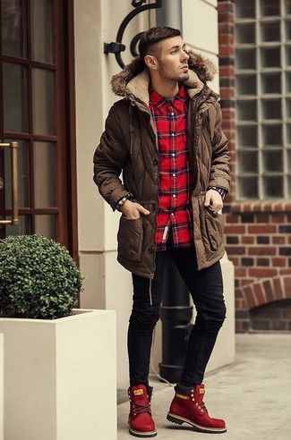 Dress in a parka and black slim jeans for a weekend-friendly look. Red suede boots will bring a classic aesthetic to the ensemble.