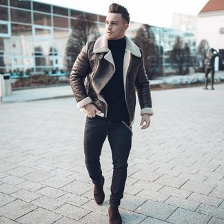 How to Wear Dark Brown Suede Chelsea Boots For Men: If you're on a mission for an off-duty yet stylish outfit, wear a dark brown shearling jacket and black skinny jeans. A pair of dark brown suede chelsea boots easily amps up the style factor of your getup.