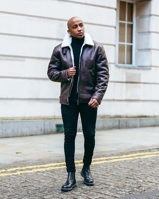 Men's Outfits 2020: Definitive proof that a dark brown shearling jacket and navy skinny jeans look amazing when married together in a casual look. And if you wish to effortlessly ramp up this ensemble with a pair of shoes, complete this outfit with a pair of black leather chelsea boots.