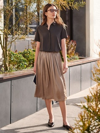 How to wear: dark brown short sleeve button down shirt, brown pleated midi skirt, black leather ballerina shoes