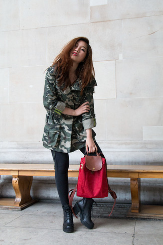Dress in a dark green camo anorak and black slim jeans for a lazy day look. A cool pair of black leather lace-up ankle boots is an easy way to upgrade your look.