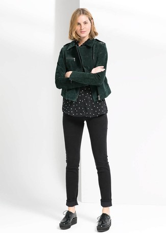 How to Wear Black Chunky Leather Oxford Shoes For Women: A dark green suede biker jacket and black skinny jeans married together are such a dreamy combo for those dressers who prefer casual styles. A pair of black chunky leather oxford shoes easily revs up the fashion factor of this outfit.