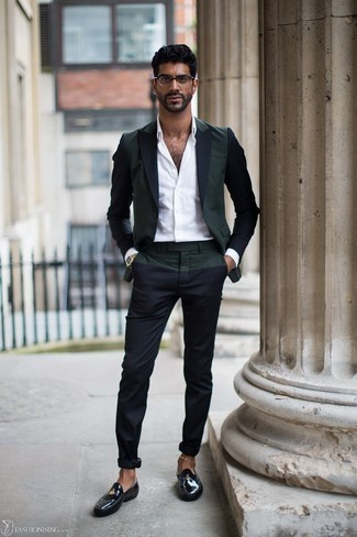 Men's Looks & Outfits: What To Wear In 2020: Wear a dark green blazer and navy chinos and you'll put together a proper and elegant outfit. Finishing with a pair of black leather loafers is the simplest way to bring a dose of polish to your outfit.
