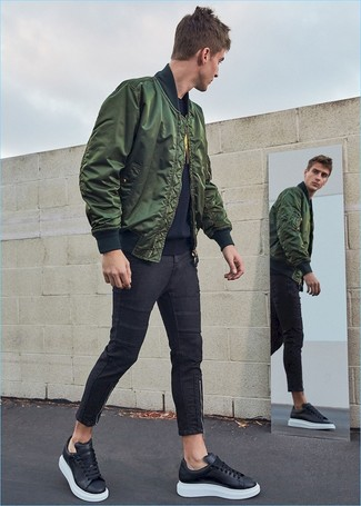 How to Wear Black Skinny Jeans For Men: Who said you can't make a fashion statement with a relaxed getup? Turn every head in the room in a dark green bomber jacket and black skinny jeans. A pair of black leather low top sneakers is a wonderful idea to finish your outfit.