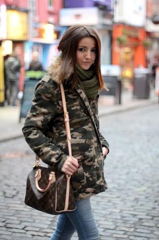 How to wear: dark green camouflage parka, light blue skinny jeans, dark brown print leather crossbody bag, dark green knit scarf