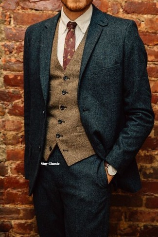 Pairing a Brunello Cucinelli Flannel Wool Button Front Vest Brown and a dark green wool suit will create a powerful and confident silhouette. An outfit like this makes it easy to embrace unpredictable transitional weather.