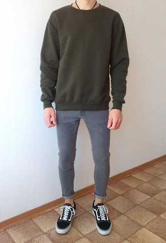 How to Wear Grey Skinny Jeans For Men: For relaxed dressing with an edgy spin, you can easily wear a dark green sweatshirt and grey skinny jeans. As for shoes, add a pair of black and white canvas low top sneakers to the equation.