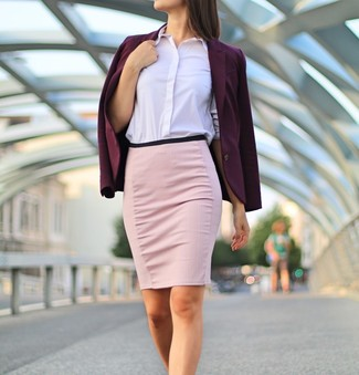 This pairing of a dark purple blazer and a pink pencil skirt combines comfort and practicality and allows you to keep it clean yet trendy. When spring is in full effect, you'll love this combination as your go-to for in-between weather.