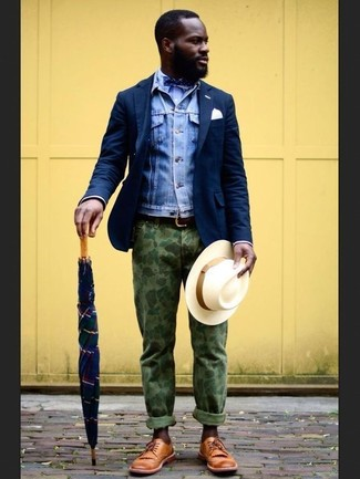How to Wear a Polka Dot Bow-tie For Men: Why not go for a blue denim jacket and a polka dot bow-tie? As well as very practical, both pieces look amazing worn together. Add a different twist to an otherwise straightforward look by finishing with tan leather derby shoes.
