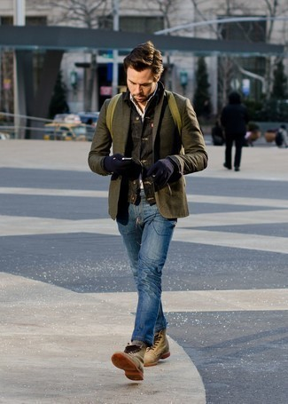 How to Wear Navy Wool Gloves For Men: Try teaming a black denim jacket with navy wool gloves for a knockout and fashionable ensemble. To give your overall outfit a more refined aesthetic, introduce a pair of olive suede casual boots to the mix.