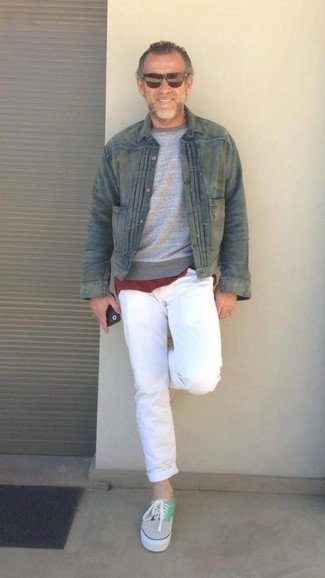 How to wear: olive denim jacket, grey crew-neck sweater, burgundy crew-neck t-shirt, white chinos