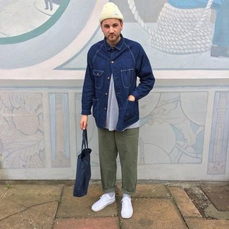 A navy denim jacket and olive chinos is a versatile combo that will provide you with variety. Feeling brave? Complete your look with white low top sneakers. With rising temperatures come warmer days and the need for a fresh getup just like this one.