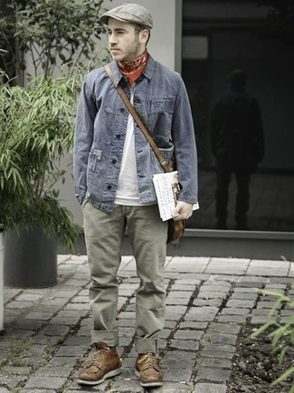 How to wear: grey denim jacket, white crew-neck t-shirt, olive chinos, brown leather casual boots