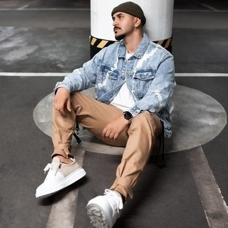 Khaki Chinos Outfits: For an ensemble that brings function and style, marry a light blue denim jacket with khaki chinos. Don't know how to finish off? Introduce a pair of white canvas low top sneakers to the equation to change things up a bit.