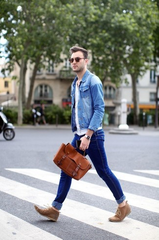 Choose a light blue denim jacket and dark blue jeans to effortlessly deal with whatever this day throws at you. Khaki suede desert boots are a good choice to complete the look.