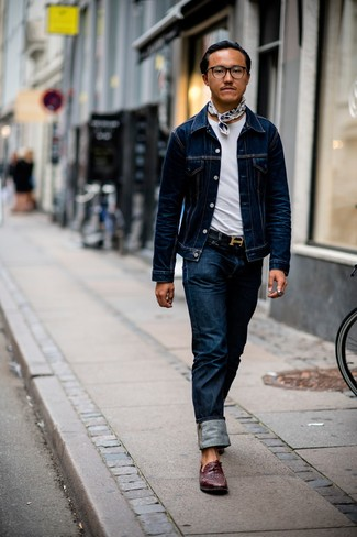 How to Wear a Belt For Men: A navy denim jacket and a belt are a casual street style pairing that every fashion-savvy man should have in his casual wardrobe. Let's make a bit more effort with footwear and introduce burgundy woven leather tassel loafers to this getup.