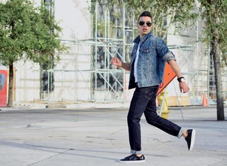 A jacket and navy blue jeans is a smart combination to carry you throughout the day. Navy leather low top sneakers are a nice choice to complete the look.