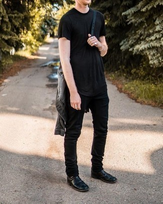 Black Crew-neck T-shirt Outfits For Men: If you're looking to take your casual style up a notch, pair a black crew-neck t-shirt with black jeans. To give your ensemble a dressier feel, add a pair of black leather chelsea boots to this look.