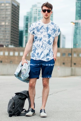 How to wear: light blue denim jacket, blue tie-dye crew-neck t-shirt, navy tie-dye shorts, beige suede derby shoes