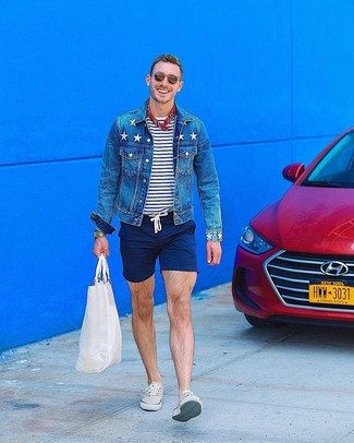 How to wear: blue denim jacket, white and navy horizontal striped crew-neck t-shirt, navy shorts, beige low top sneakers