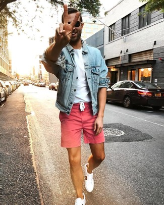 How to wear: light blue denim jacket, white crew-neck t-shirt, pink shorts, white low top sneakers