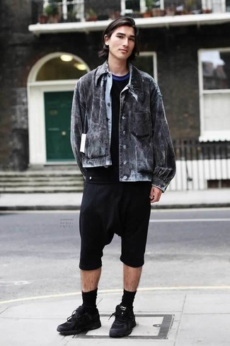 How to Wear Black Athletic Shoes For Men: Putting together a charcoal denim jacket and black shorts will prove your skills in men's fashion even on lazy days. A pair of black athletic shoes instantly steps up the street cred of your outfit.