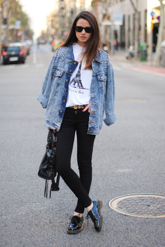Light Blue Embellished Denim Jacket Outfits For Women: A light blue embellished denim jacket looks so great when combined with black skinny jeans in a casual look. Go the extra mile and spice up your look by finishing with black leather oxford shoes.