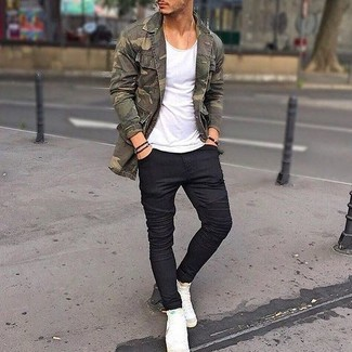 Keep your outfit laid-back in an olive camouflage trucker jacket and black skinny jeans. A pair of white high top sneakers fits right in here. A knockout look like this one is just what you need come summer.
