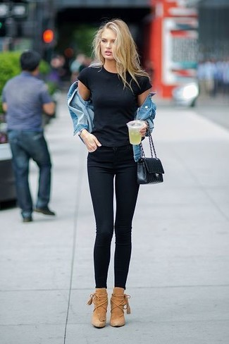 How to wear: blue denim jacket, black crew-neck t-shirt, black skinny jeans, tan suede ankle boots