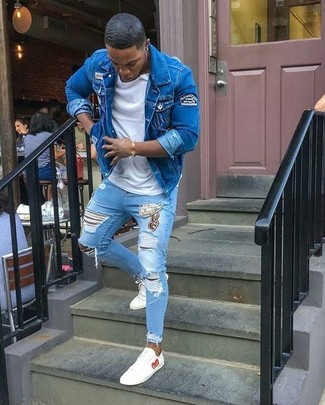 How to wear: blue denim jacket, white crew-neck t-shirt, light blue ripped skinny jeans, white leather low top sneakers