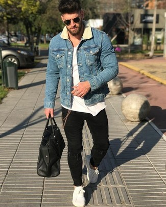 How to wear: blue denim jacket, white crew-neck t-shirt, black ripped skinny jeans, white leather low top sneakers