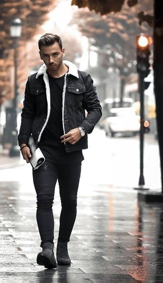 How to wear: black denim jacket, black crew-neck t-shirt, black skinny jeans, black suede chelsea boots