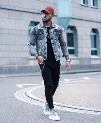How to Wear Black Ripped Skinny Jeans For Men: A light blue denim jacket and black ripped skinny jeans are the kind of a never-failing casual combo that you so terribly need when you have no extra time. On the shoe front, go for something on the classier end of the spectrum and complete your look with a pair of white canvas low top sneakers.