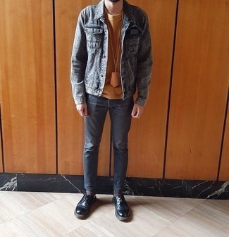 Socks Outfits For Men: Wear a charcoal denim jacket and socks to get an off-duty and stylish look. And if you need to immediately dress up this outfit with footwear, introduce a pair of black leather derby shoes to this ensemble.