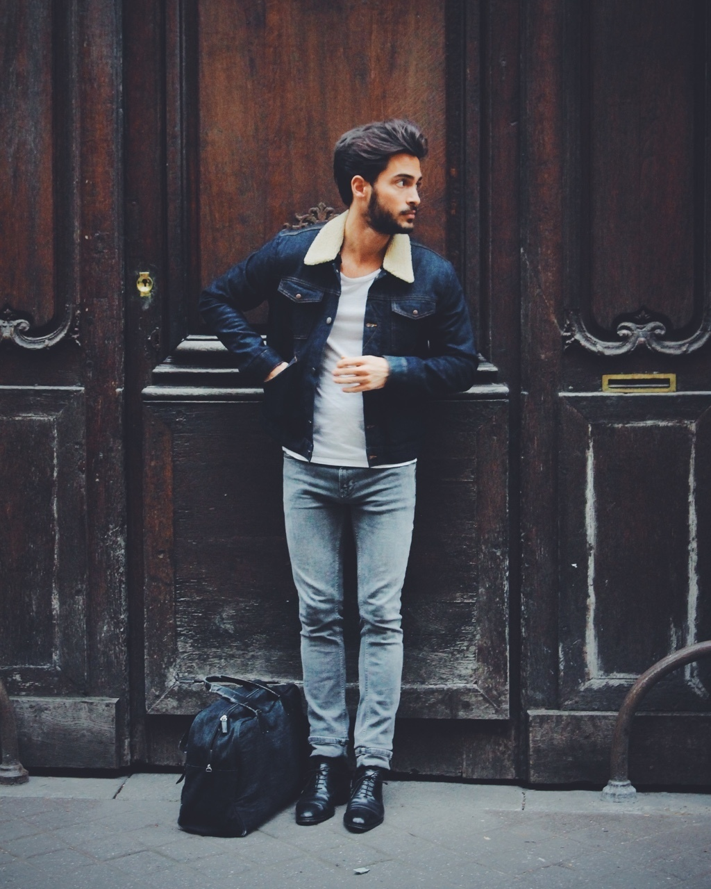 Black t shirt navy jeans - Nail Off Duty Dressing With This Combination Of A Navy Denim Jacket And Light Blue