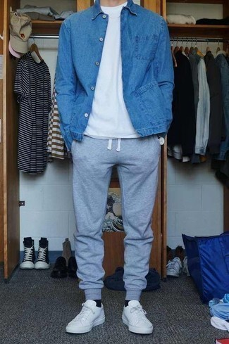 Men's Looks & Outfits: What To Wear In 2020: Showcase your fashion-forward side by opting for a blue denim jacket and grey sweatpants. When it comes to shoes, complement this ensemble with white leather low top sneakers.