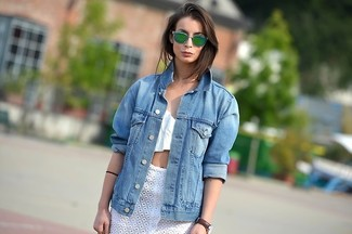 Dress in a blue jean jacket and a brown leather watch, if you feel like relaxed dressing without looking like you don't care. This look isn't a hard one to achieve and it's summer-friendly, which is more important when it's super hot outside.