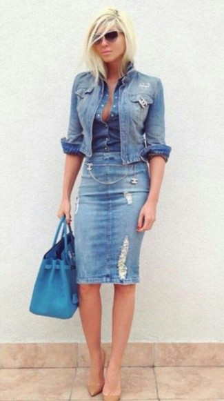 A nicely put together combination of a light blue jean jacket and a light blue ripped denim pencil skirt will set you apart effortlessly. Tan leather pumps will instantly smarten up even the laziest of looks.