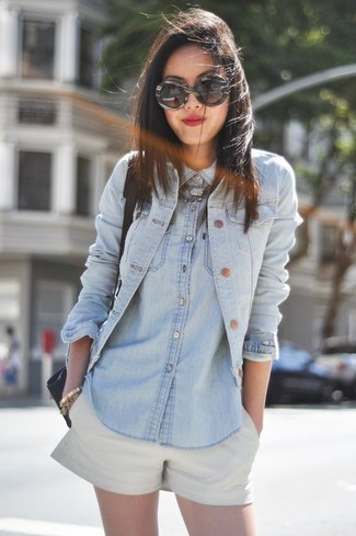 Team a denim shirt with nude shorts to showcase you've got serious styling prowess. This combination is a goofproof option if you're scouting for a great, season-appropriate outfit.