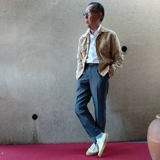Light Blue Socks Outfits For Men: Want to inject your closet with some casual urban style? Wear a tan denim jacket with light blue socks. Introduce a pair of white canvas low top sneakers to this outfit to instantly jazz up the ensemble.