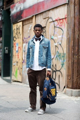 How to wear: blue denim jacket, white dress shirt, dark brown corduroy jeans, grey low top sneakers