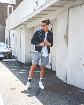How to wear: navy denim jacket, light blue dress shirt, grey shorts, white leather low top sneakers