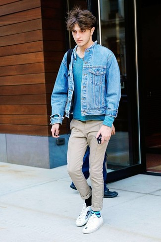 How to wear: blue denim jacket, teal henley sweater, beige chinos, white print low top sneakers