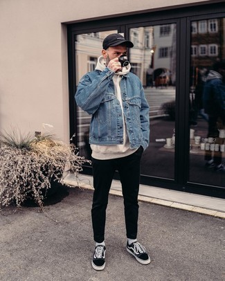 Black Baseball Cap Outfits For Men: A blue denim jacket and a black baseball cap worn together are a match made in heaven for those who prefer cool and casual ensembles. Let your sartorial prowess really shine by finishing this ensemble with black and white canvas low top sneakers.
