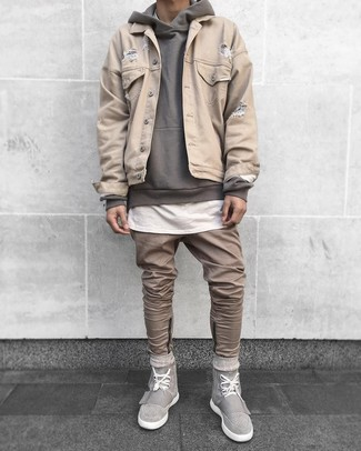 How to wear: beige denim jacket, grey hoodie, white crew-neck t-shirt, khaki jeans