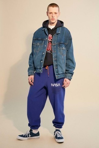 Blue Denim Jacket Outfits For Men In Their Teens: For a casual menswear style with a modernized spin, consider pairing a blue denim jacket with violet print sweatpants. Add navy canvas low top sneakers to your outfit and off you go looking killer. A fail-safe option combo proper for teenagers who prefer casual clothing outside of school.